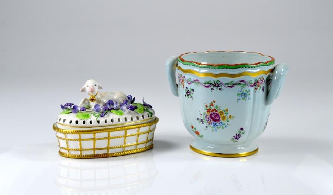 Italian Mottahedeh cache pot and potpourri box