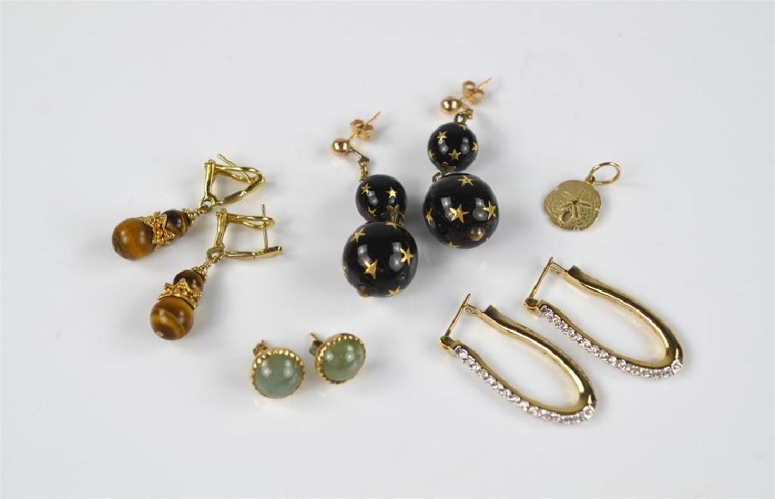 Lot of gold earrings