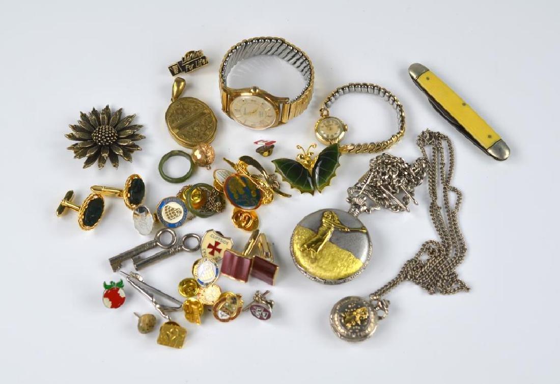 Lot of vintage jewellery & accessories