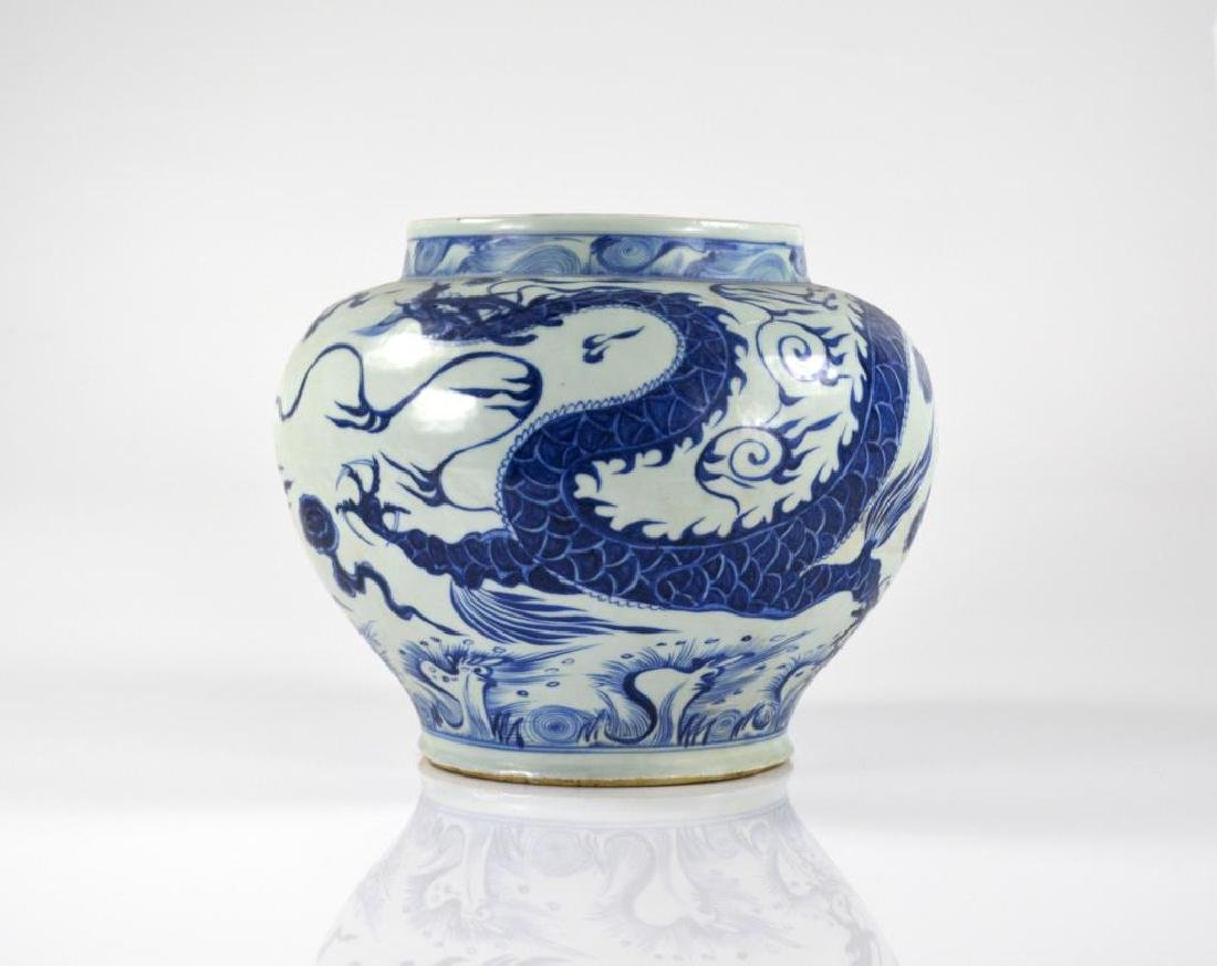 YUAN STYLE BLUE & WHITE PORCELAIN DRAGON JAR