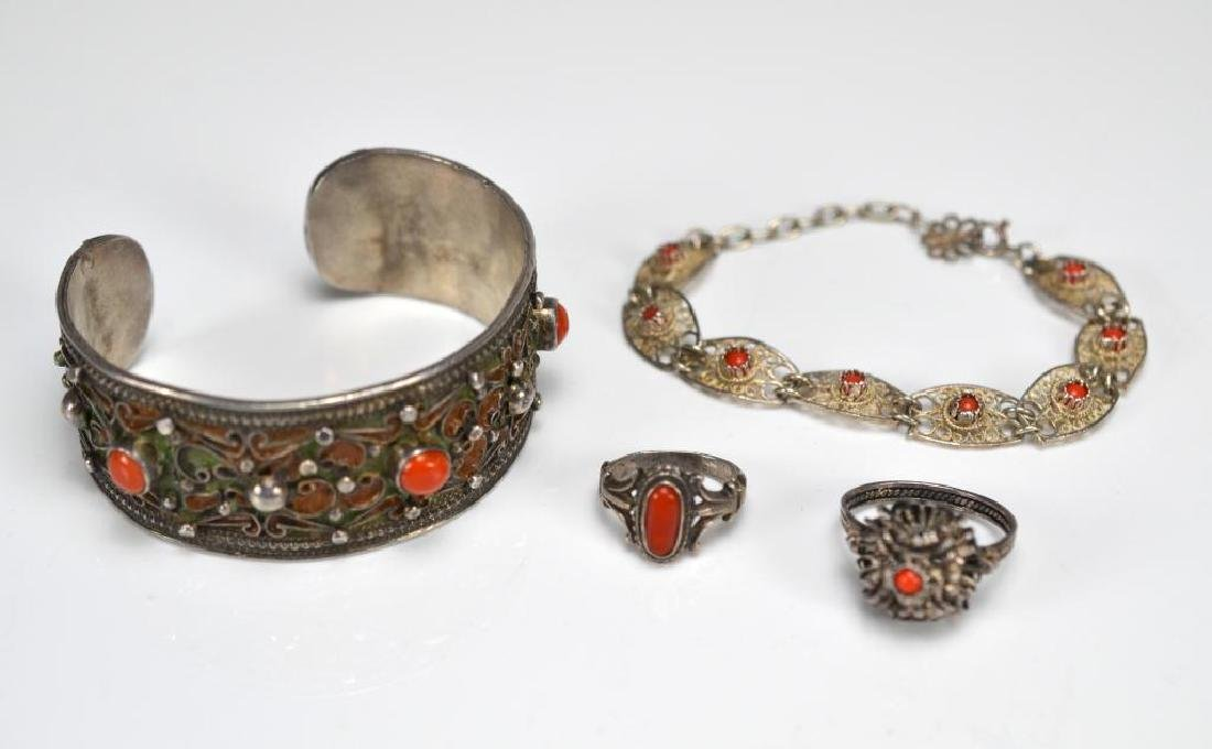 Lot of vintage coral jewellery