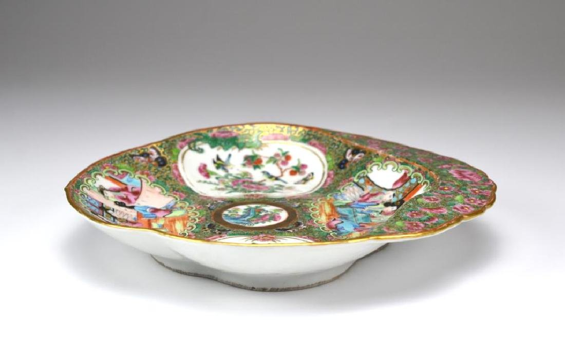 Two Canton famille rose medallion porcelain dishes - 2
