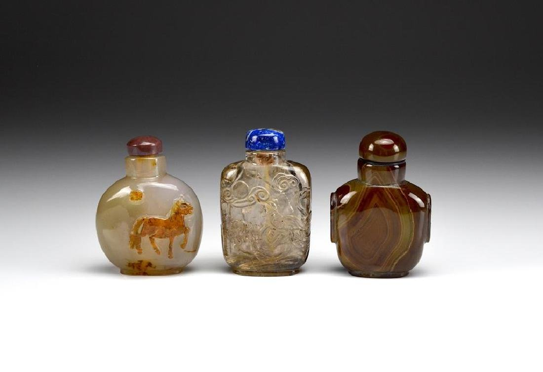 THREE AGATE AND QUARTZ CARVED SNUFF BOTTLES