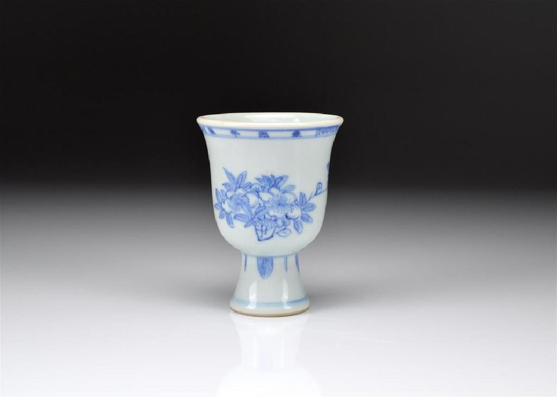 CHINESE KANGXI BLUE & WHITE PORCELAIN STEM CUP