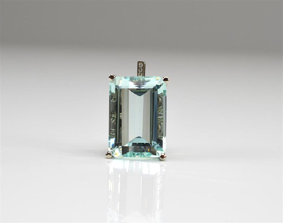 AQUAMARINE AND DIAMOND GOLD PENDANT