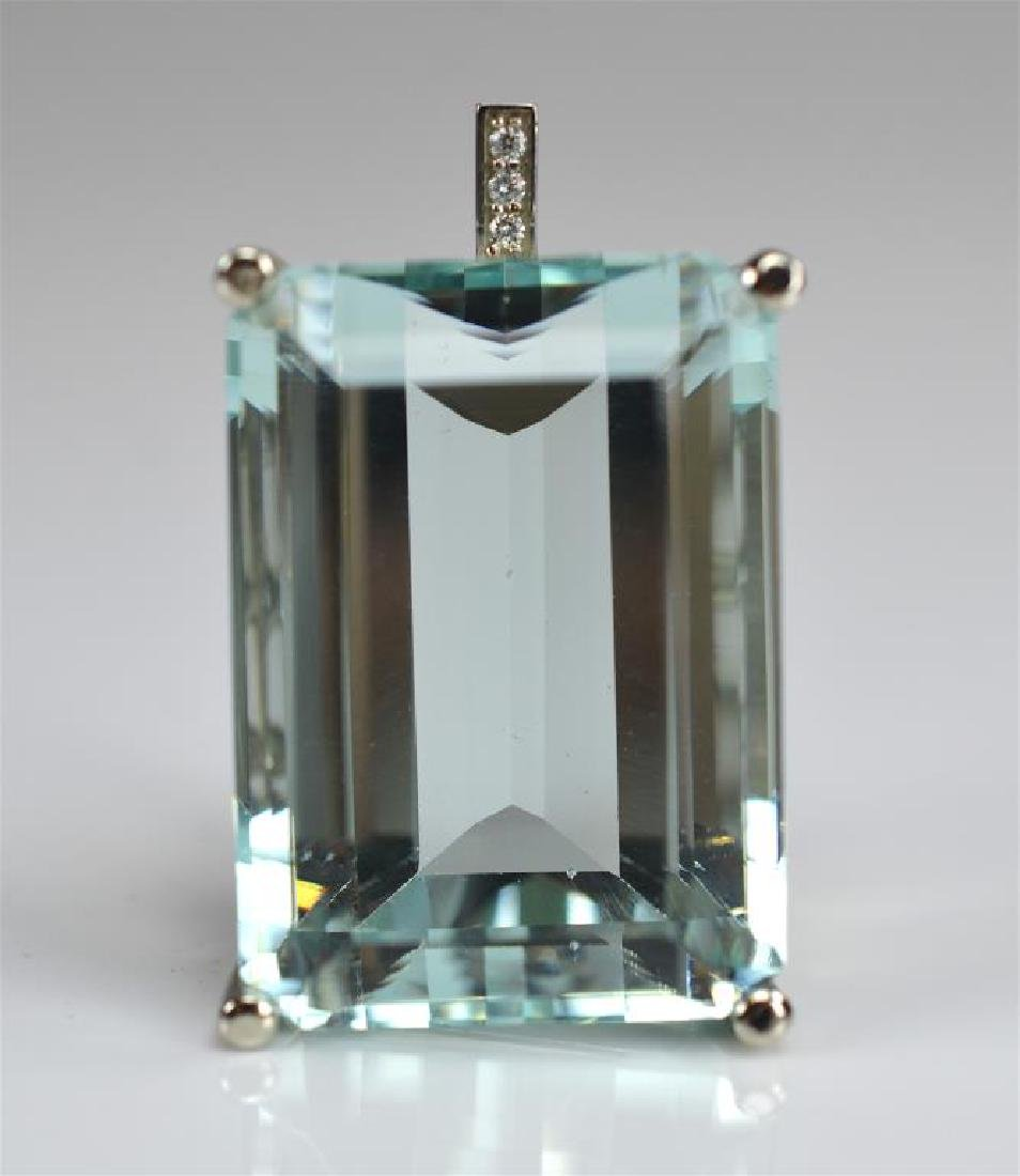 AQUAMARINE AND DIAMOND GOLD PENDANT - 3