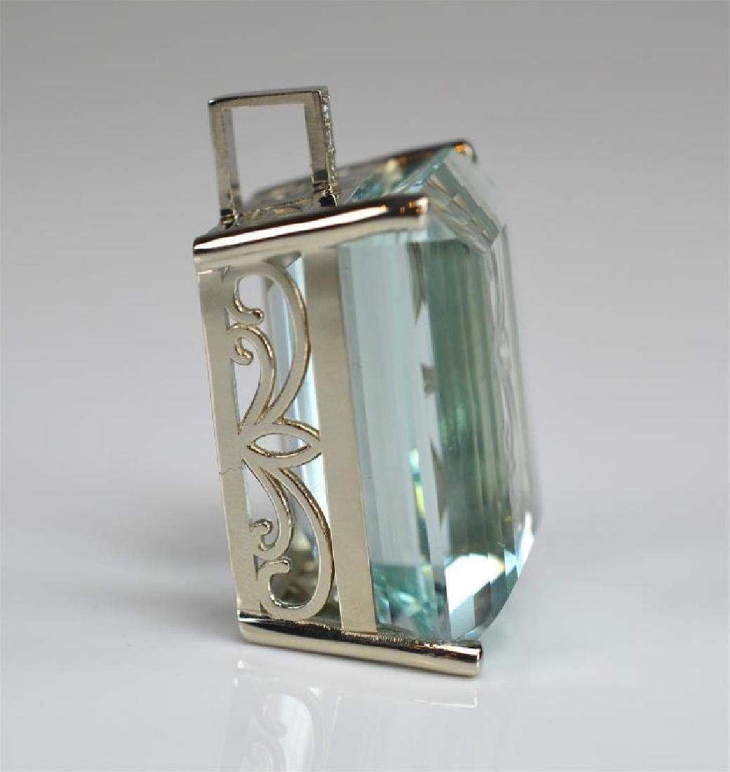 AQUAMARINE AND DIAMOND GOLD PENDANT - 4