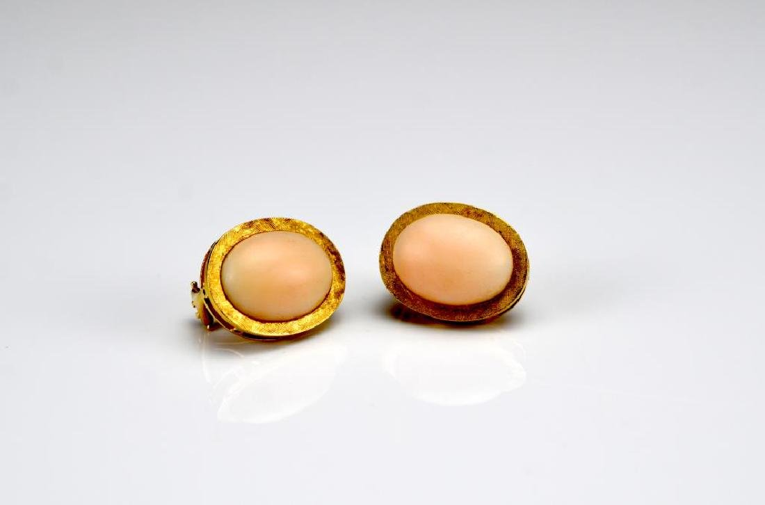 Yellow gold and coral ring and earrings - 3