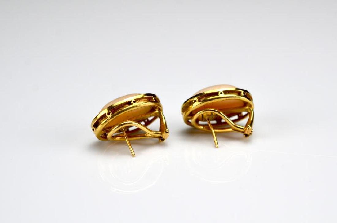 Yellow gold and coral ring and earrings - 4