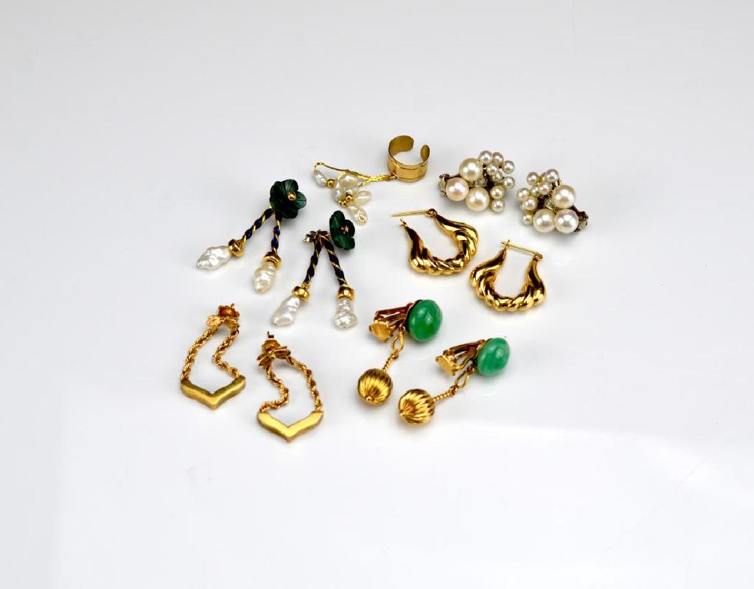 Lot of assorted gold earrings