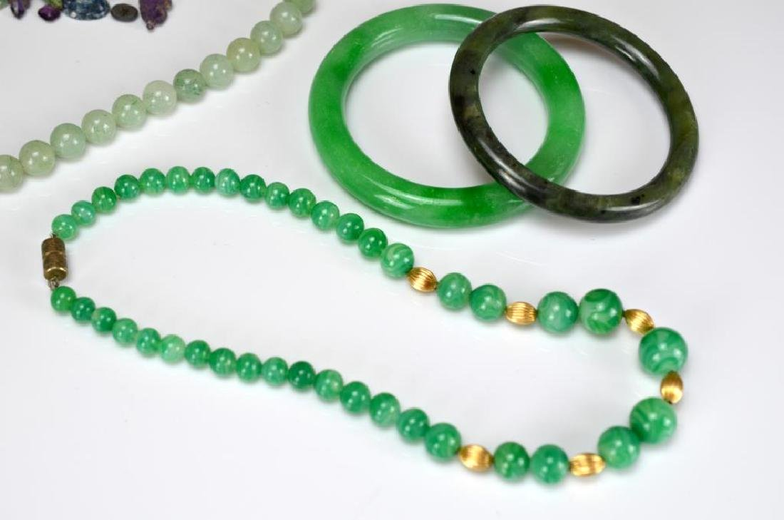Group of nephrite, hardstone, and glass jewellery - 3