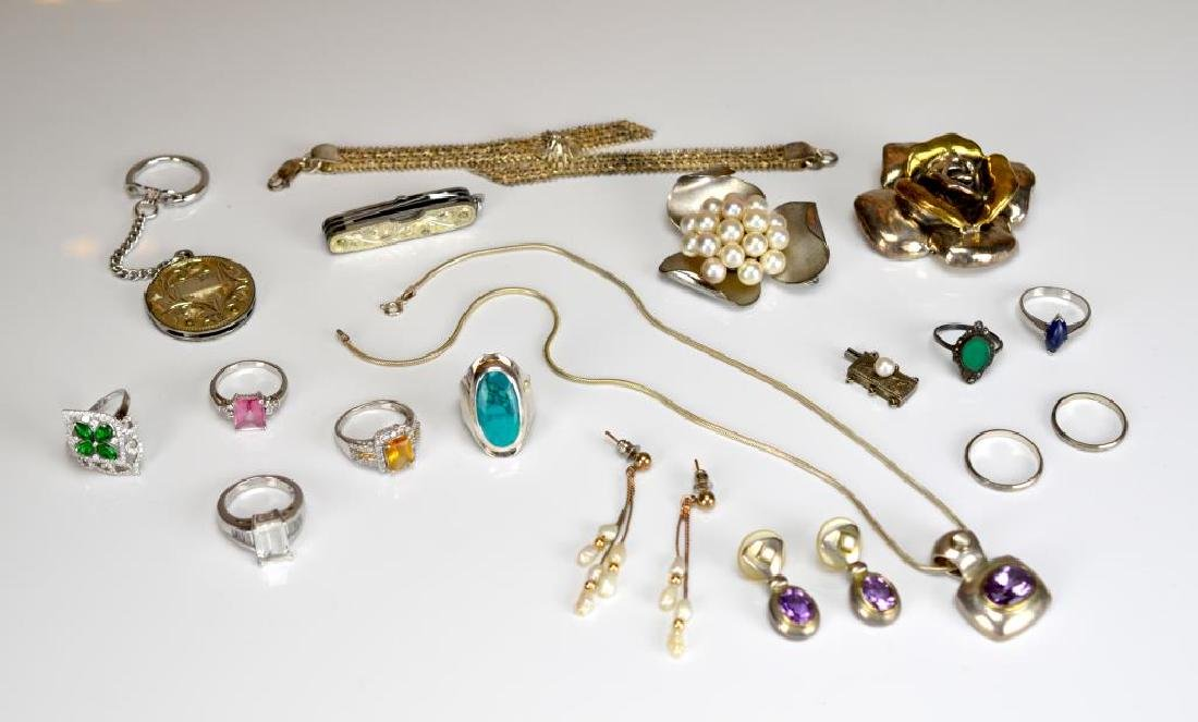Lot of assorted silver jewellery and accessories