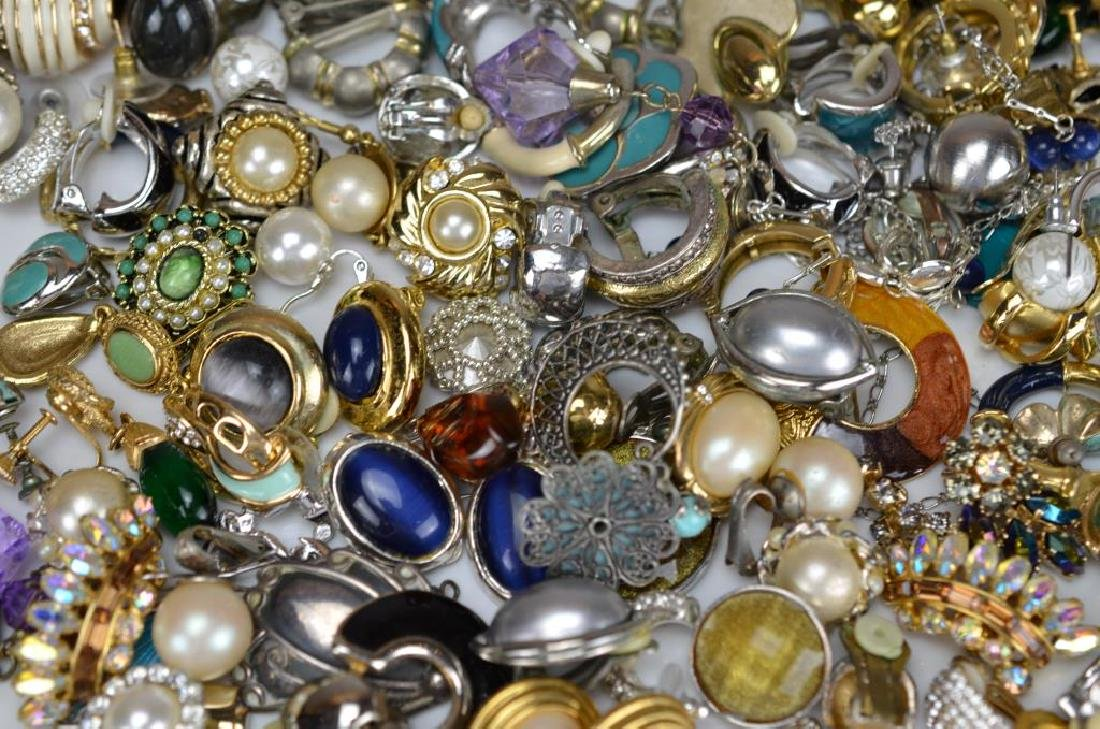 Large lot of costume rings and earrings - 3