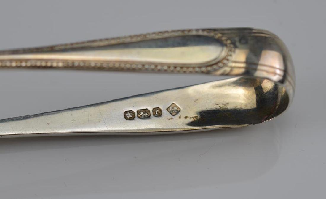 Cased set of English silver asparagus tongs - 5