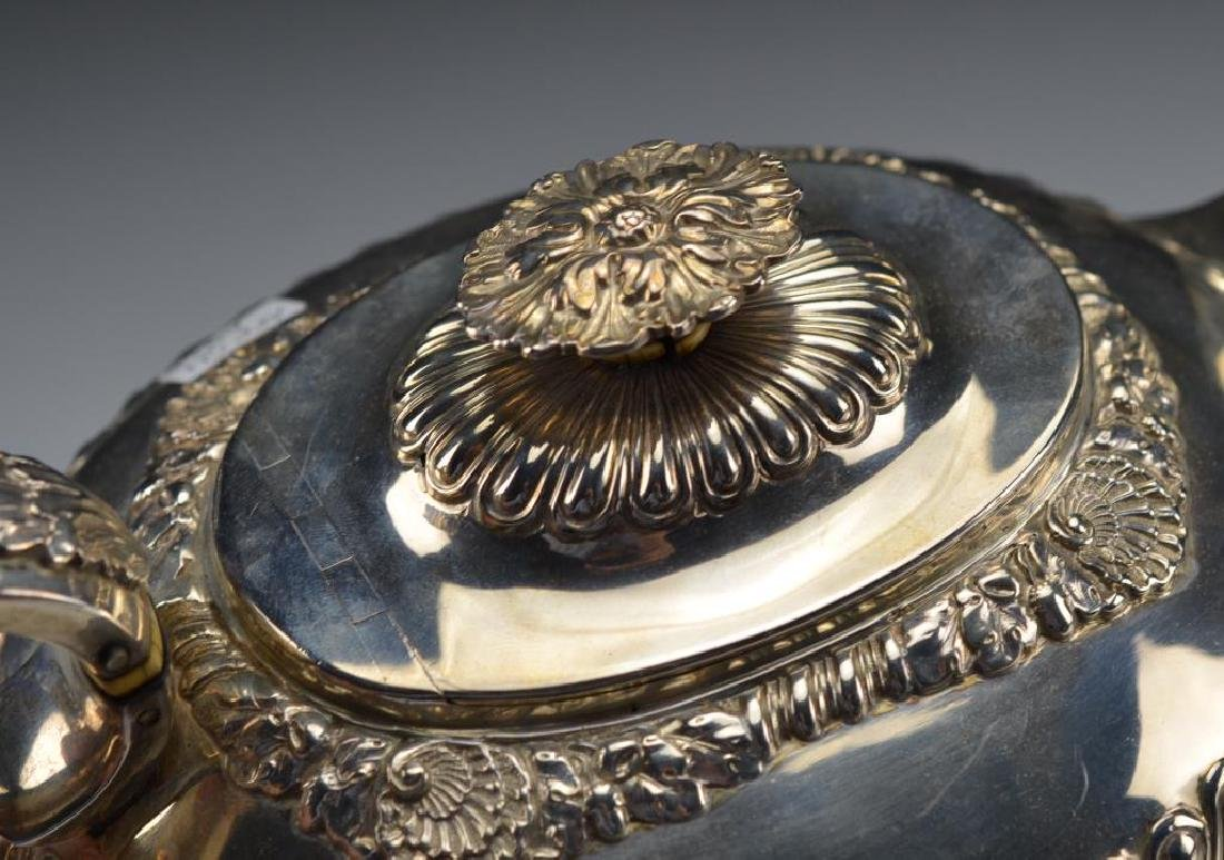 George III English silver tea set - 6