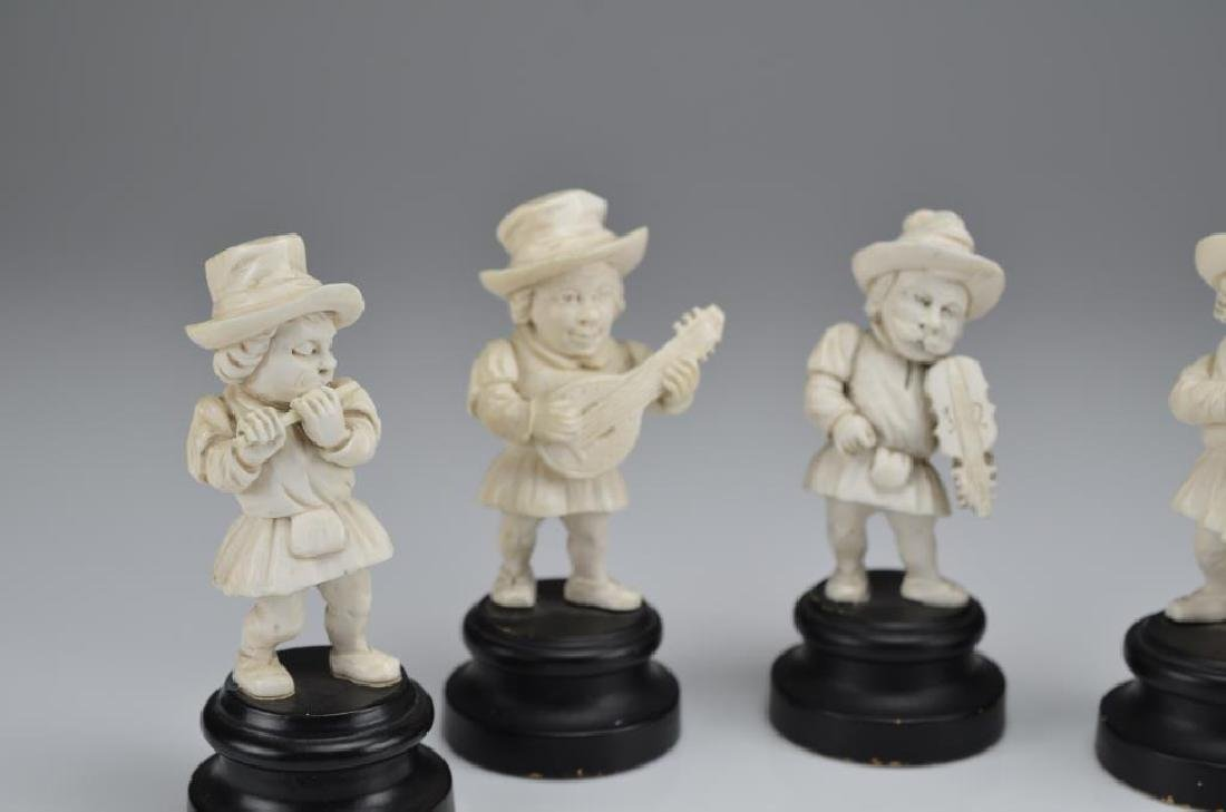 Set of five natural carved dwarf musicians - 2