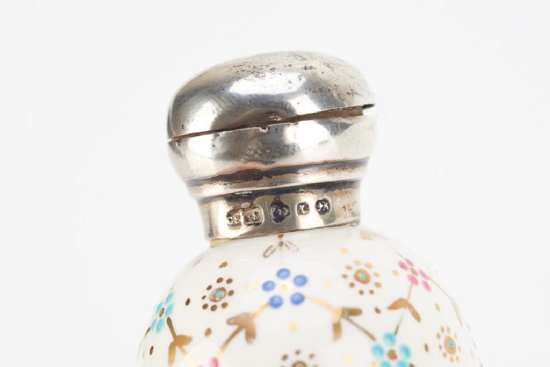 Victorian English porcelain egg form scent bottle - 2
