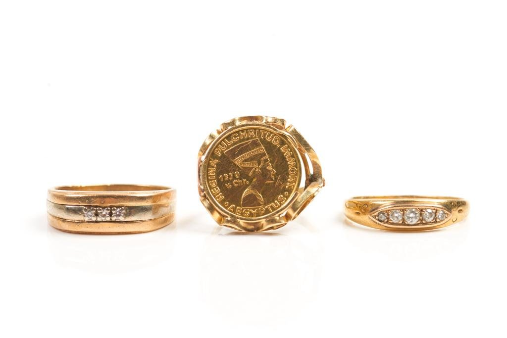 THREE VINTAGE GOLD RINGS