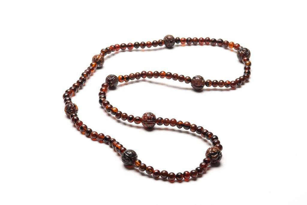 CHINESE AMBER BEADED COURT STYLE NECKLACE