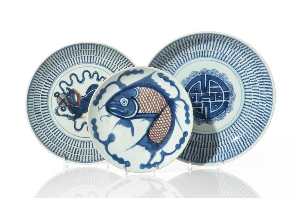 THREE CHINESE BLUE & WHITE PORCELAIN DISHES