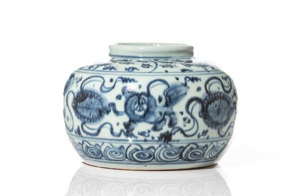 CHINESE MING STYLE BLUE & WHITE PORCELAIN JAR