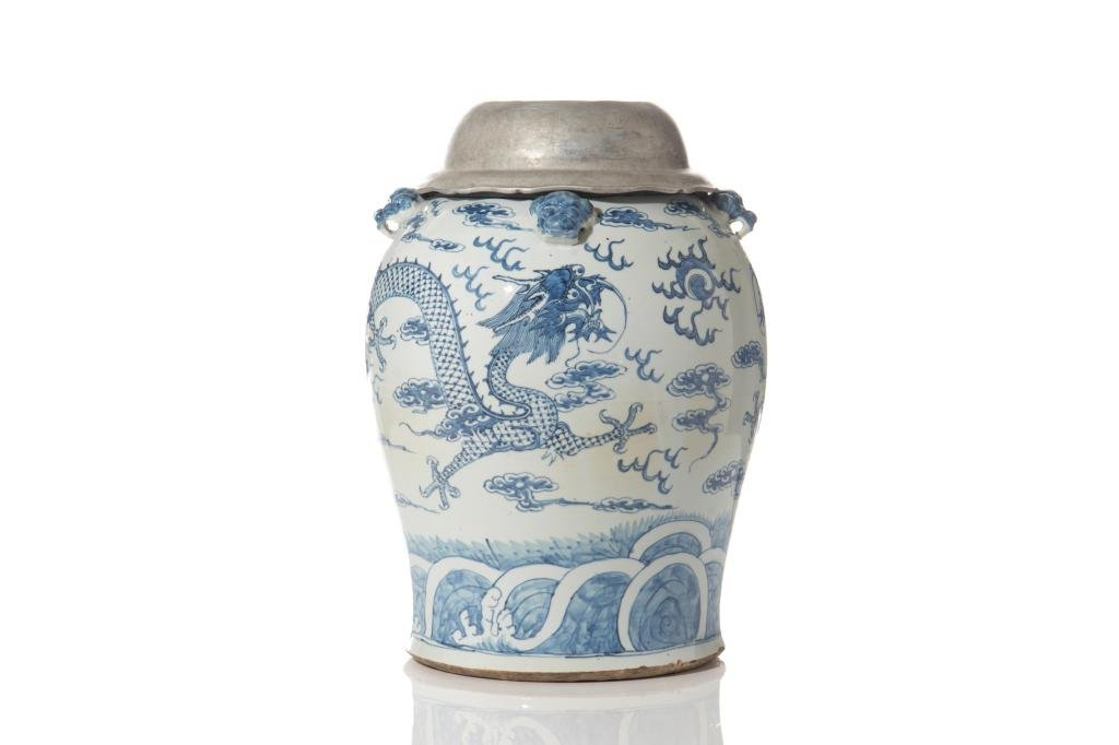 LARGE CHINESE BLUE & WHITE PORCELAIN DRAGON JAR