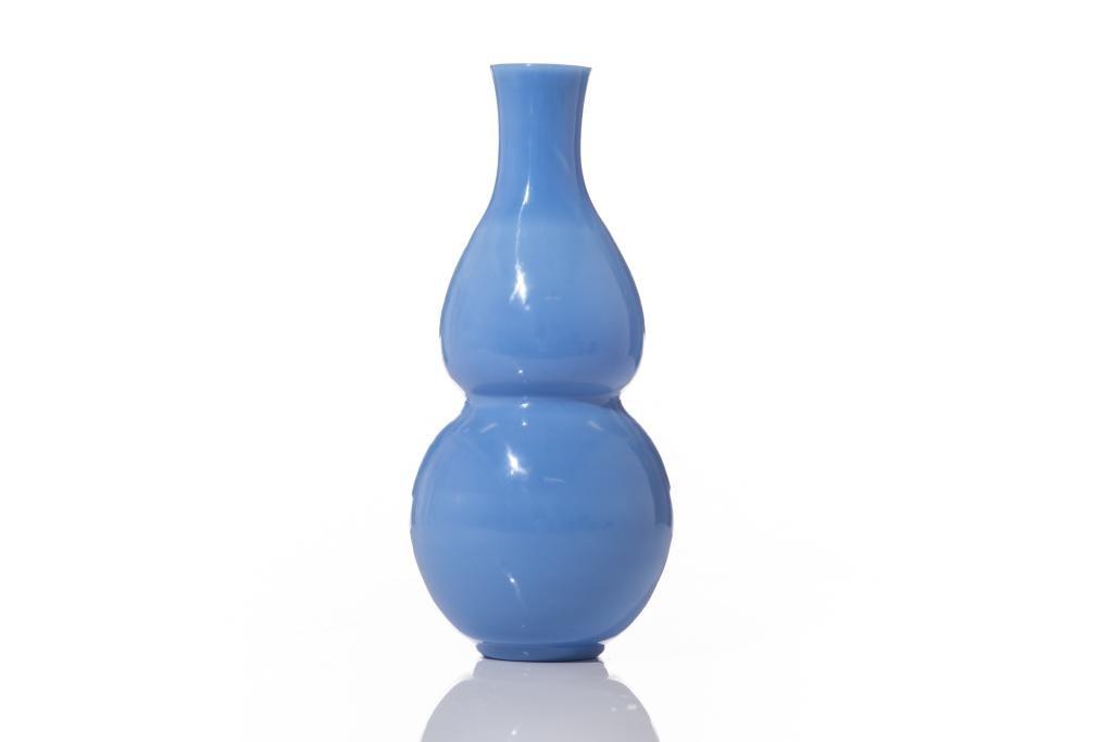 BLUE PEKING GLASS DOUBLE GOURD VASE