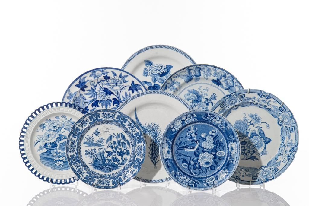 EIGHT ASSORTED BLUE & WHITE TRANSFERWARE DISHES