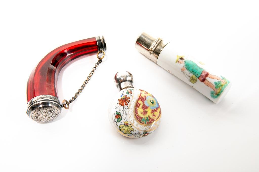 THREE SMALL PERFUME OR SCENT BOTTLES