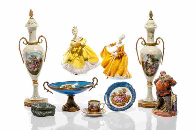 GROUP OF ASSORTED PORCELAIN DECORATIVE ACCESSORIES