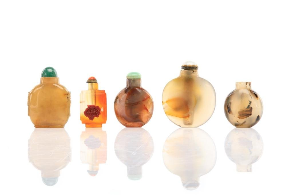 FIVE CHINESE AGATE CARVED SNUFF BOTTLES