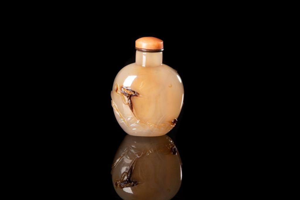 CHINESE SHADOW AGATE CARVED SNUFF BOTTLE