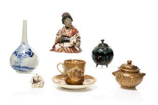 GROUP OF MEIJI JAPANESE ANTIQUE DECORATIVE ITEMS
