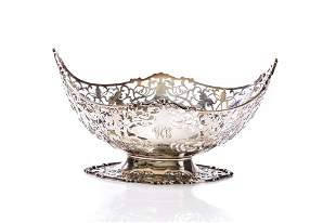ENGLISH SILVER FOOTED CENTRE BOWL, 707g