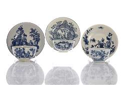 THREE 18TH C PORCELAIN TEA BOWLS AND SAUCERS