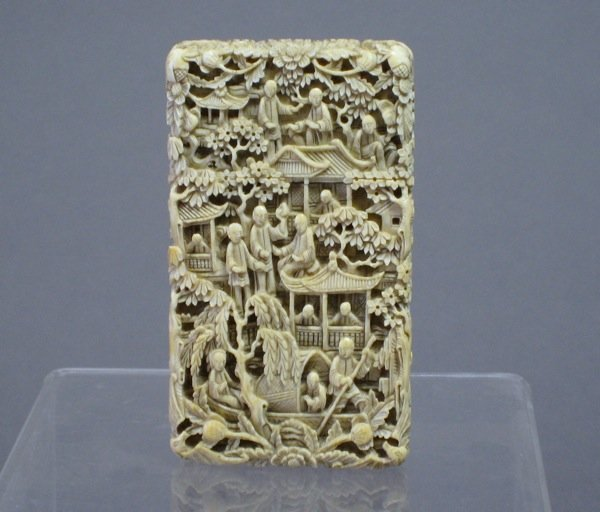 1110: FINE CHINESE EXPORT IVORY CARD CASE 19TH CEN.