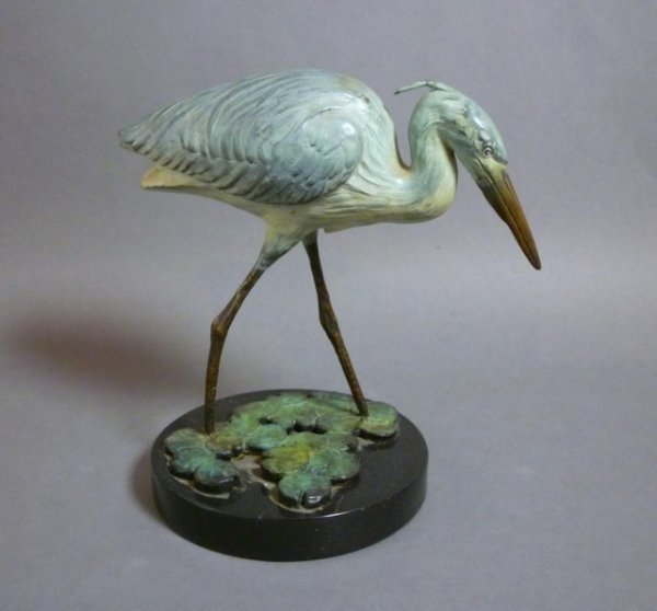 1011: COLD PAINTED BRONZE MODEL OF A HERON