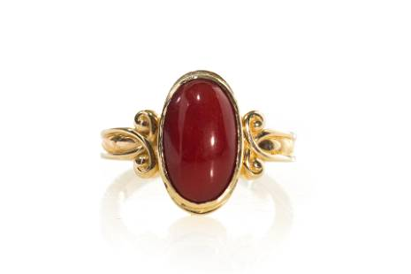 YELLOW GOLD & CORAL COCKTAIL RING, 7g