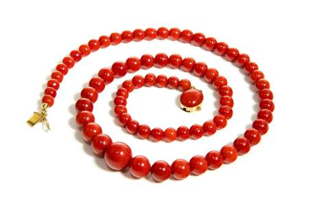 ITALIAN RED CORAL GRADUATED BEADED NECKLACE, 32g