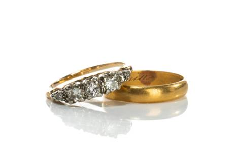 ANTIQUE GOLD AND DIAMOND RING & WEDDING BAND, 6g