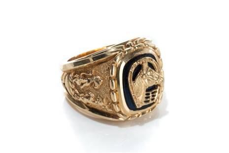 GOLD & ENAMEL MEN'S RING, 58g