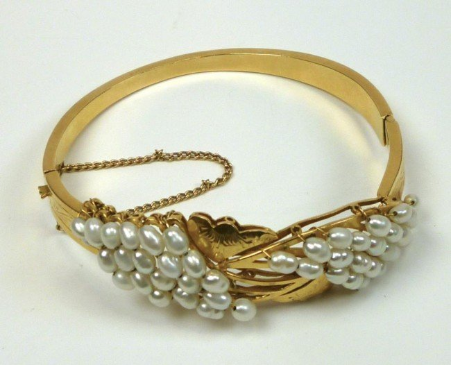 1002: YELLOW GOLD AND SEED PEARL BRACELET