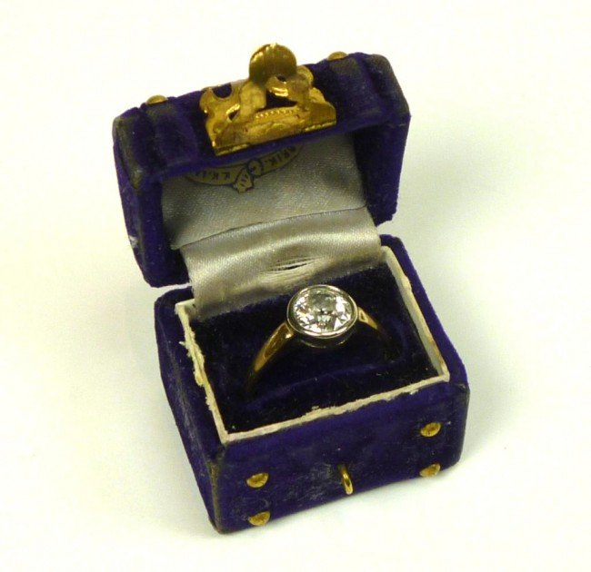 1009: VINTAGE GOLD AND DIAMOND BEZEL SET SOLITAIRE RING