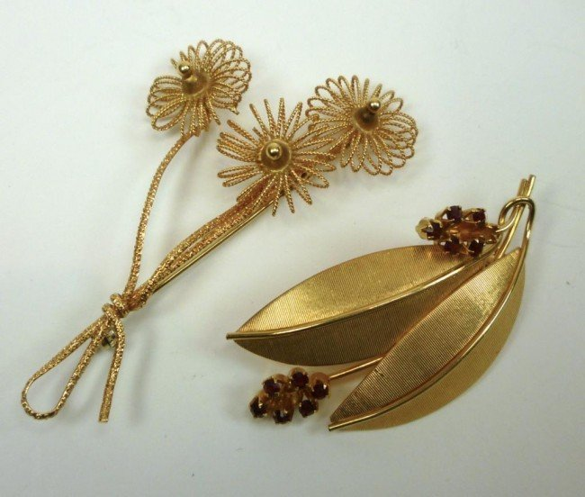 1015: TWO ITALIAN YELLOW GOLD FLORAL BROOCHES