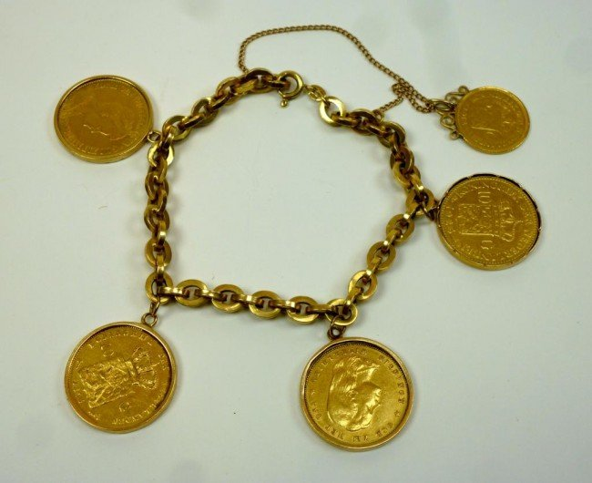 1022: GOLD BRACELET WITH DUTCH SOVEREIGNS