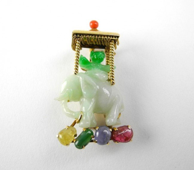 1004: GOLD AND CARVED JADEITE PIN