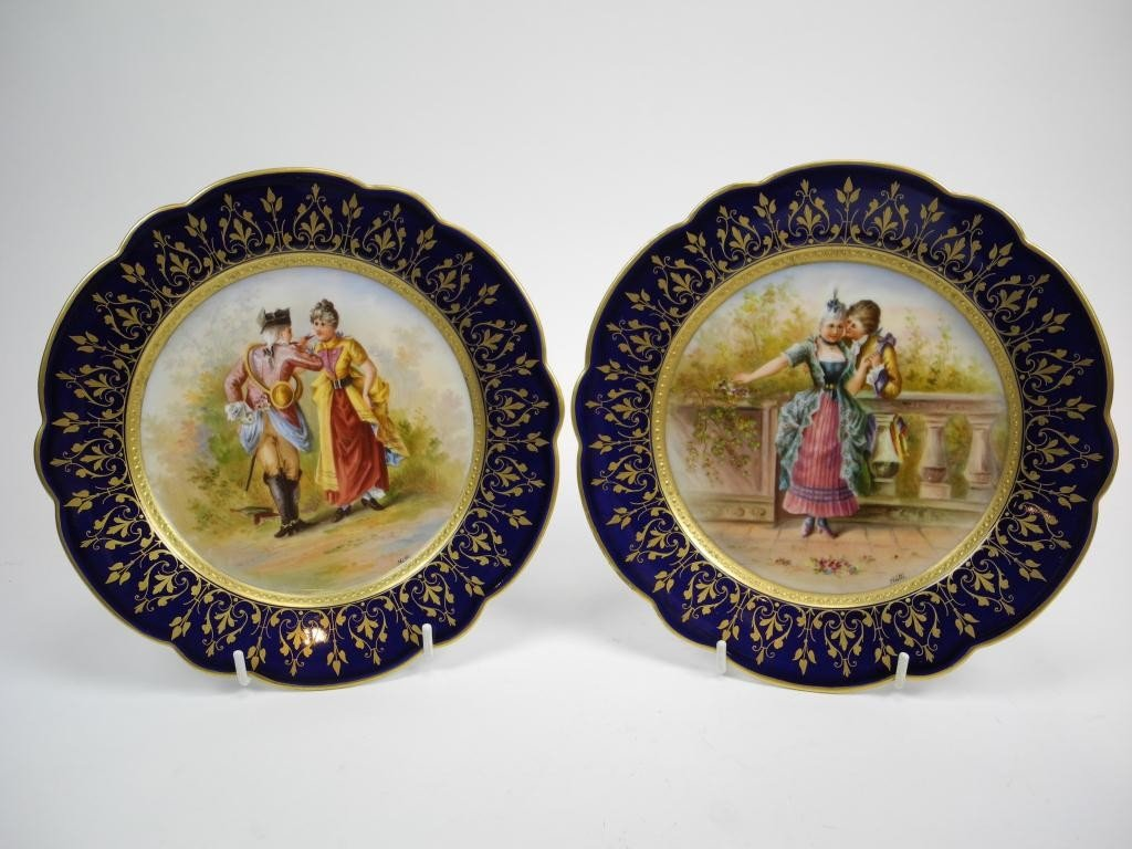 1210: PAIR OF HAND PAINTED PORCELAIN CABINET PLATES