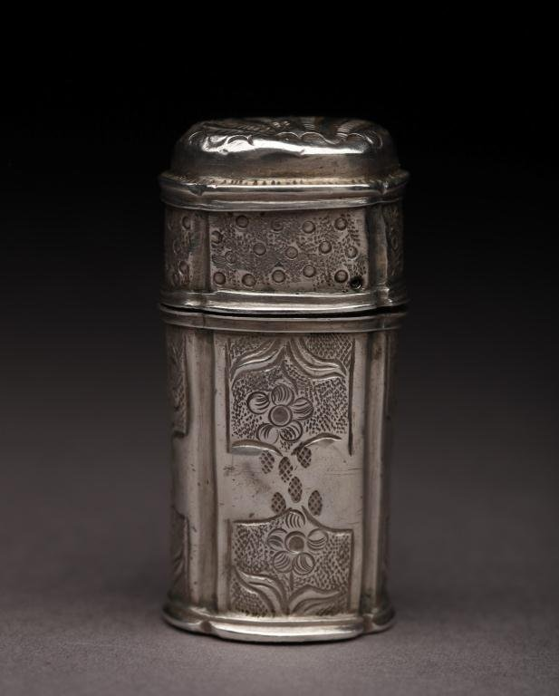 1003: 18TH CENTURY FRENCH SILVER ETUI