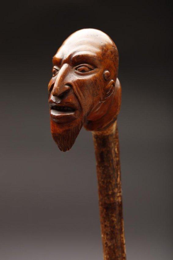 2065: CARVED WOOD FOLK ART CANE WITH HEAD