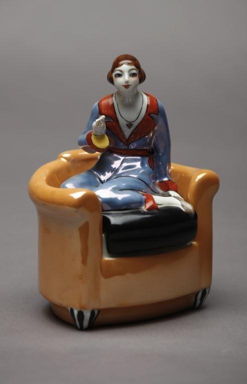 1001: NORITAKE FIGURAL DRESSER JAR